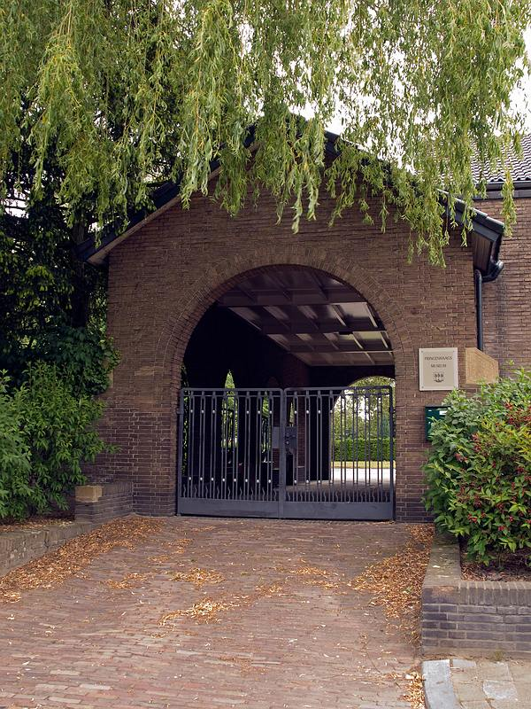Ingang begraafplaats Haagveld museum