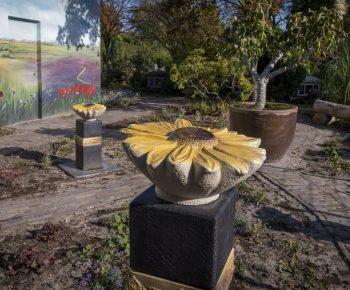 van Gogh-tuin met zonnebloem urnen